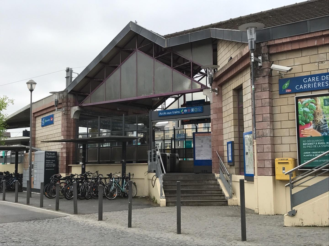Foto del 13 de abril de 2017 8:11, Accès Aux Trains, Rue du 4 Septembre, 78800 Houilles, Francia