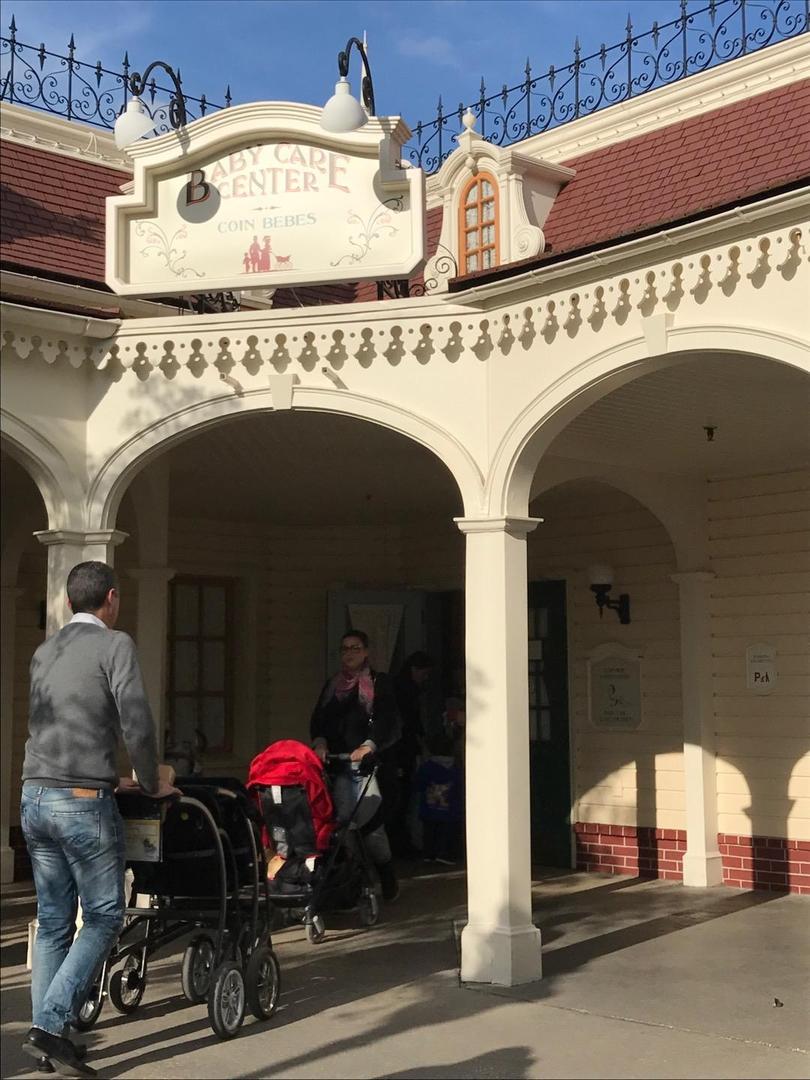 Foto vom 10. April 2017 23:00, Baby Care Center, 10 Main Street, USA, 77700 Chessy, Frankreich