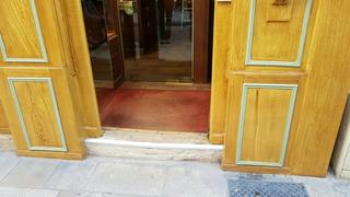 Foto vom 4. April 2017 09:02, Chapellerie Bruyas, 65 Rue des Godrans, 21000 Dijon, Francia