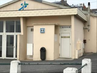 Photo du 5 mai 2017 15:01, Toilettes publiques, Allée Lecourtois, 50380 Saint-Pair-sur-Mer, France
